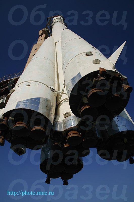 """Первый космический корабль  """"Восток """" ."""